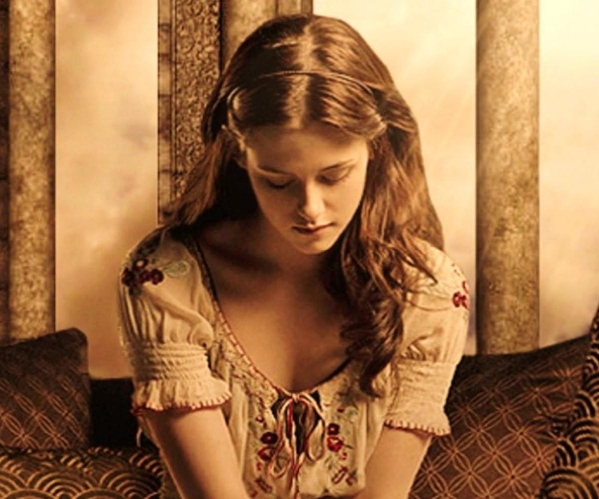 Kristen Stewart as Bella Swan in the First Twilight Movie.