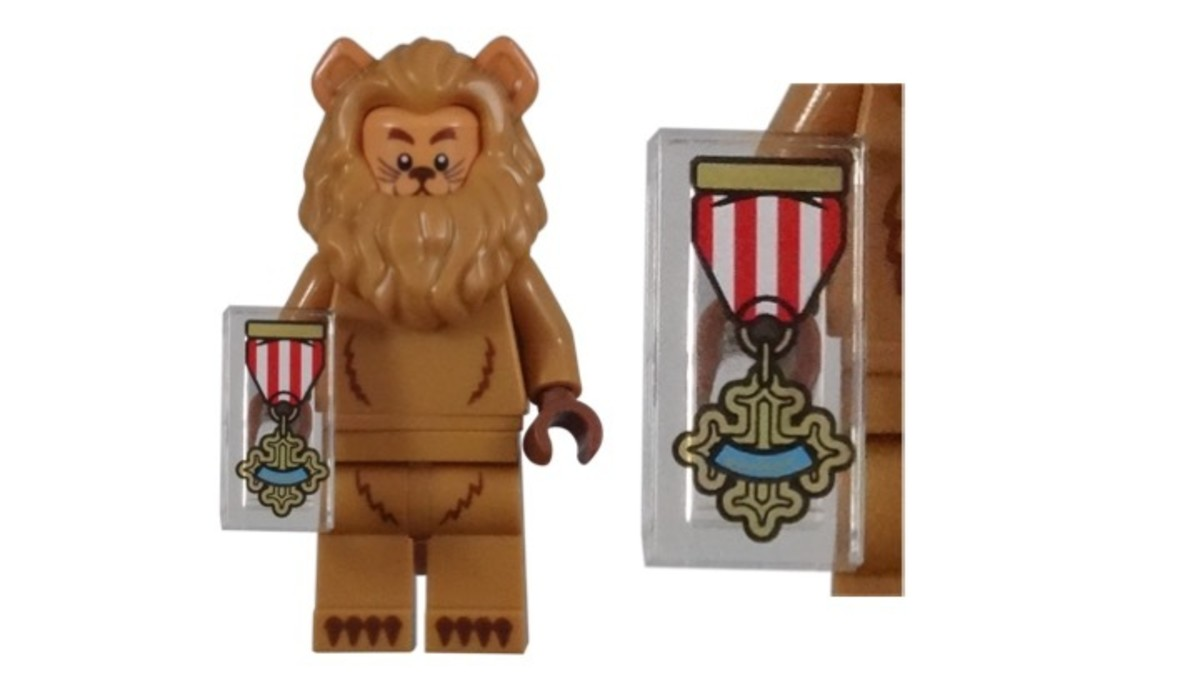 LEGO Cowardly Lion Minifigure Badge of Courage Accessory