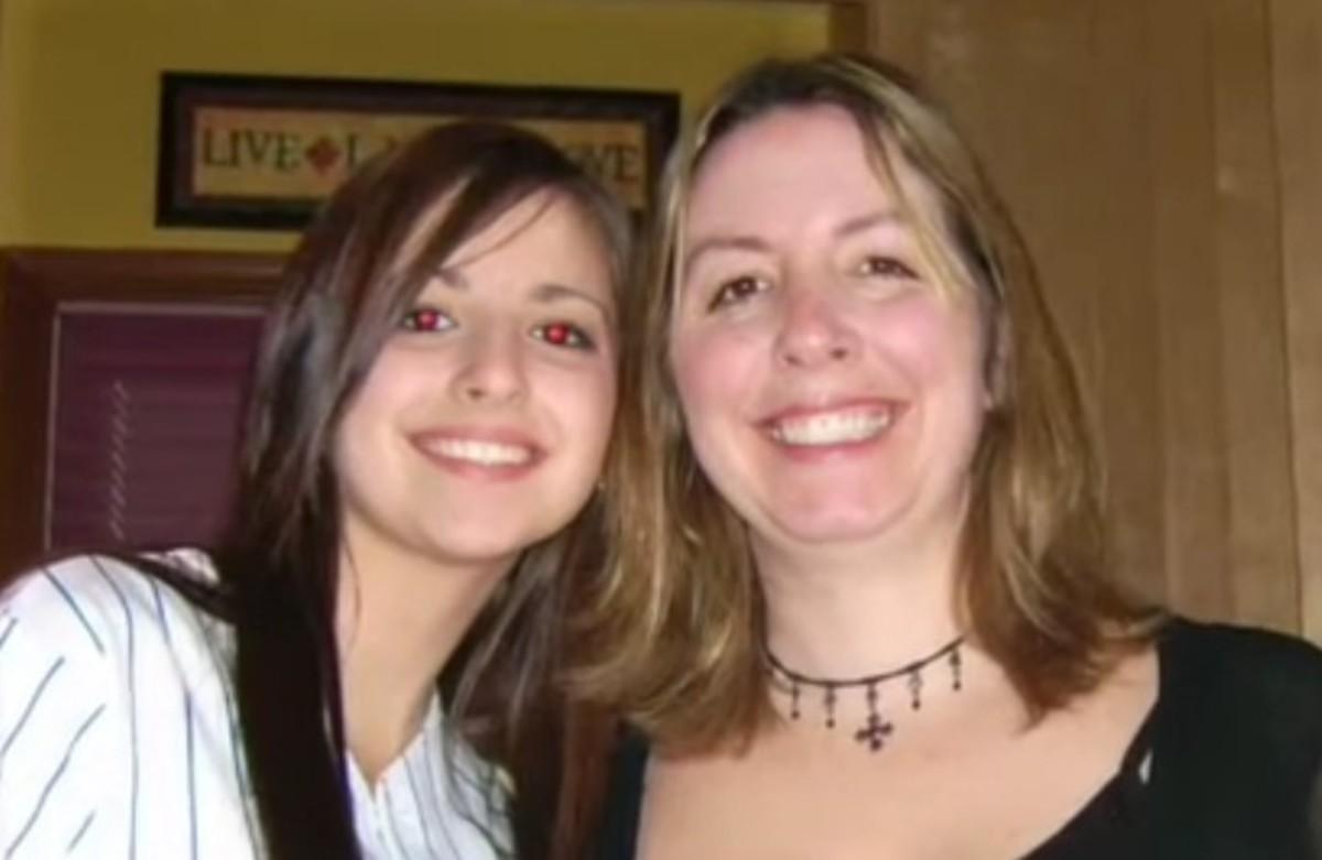 Alisha Bromfield-Anicich with her mom Sherry Anicich. Photo courtesy of Purple Project.