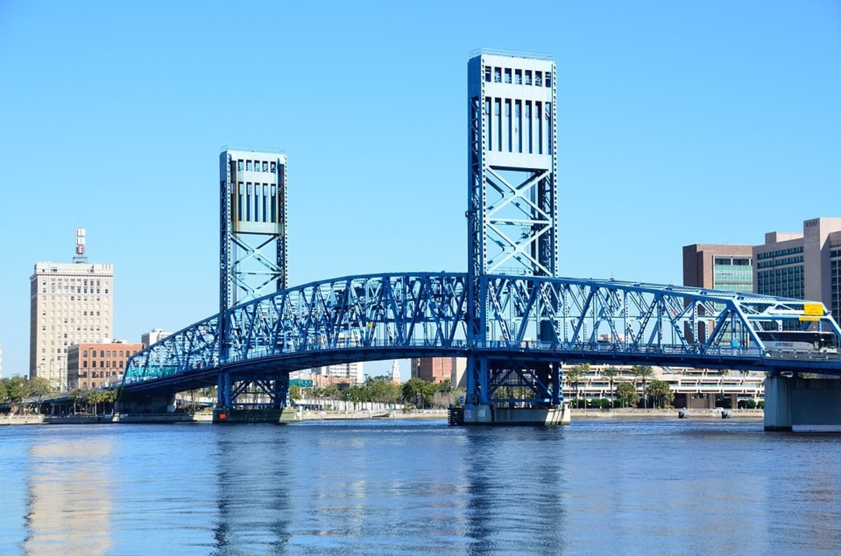 You get some great views along the St. Johns River, including of the Main Street Bridge, a Jacksonville landmark.