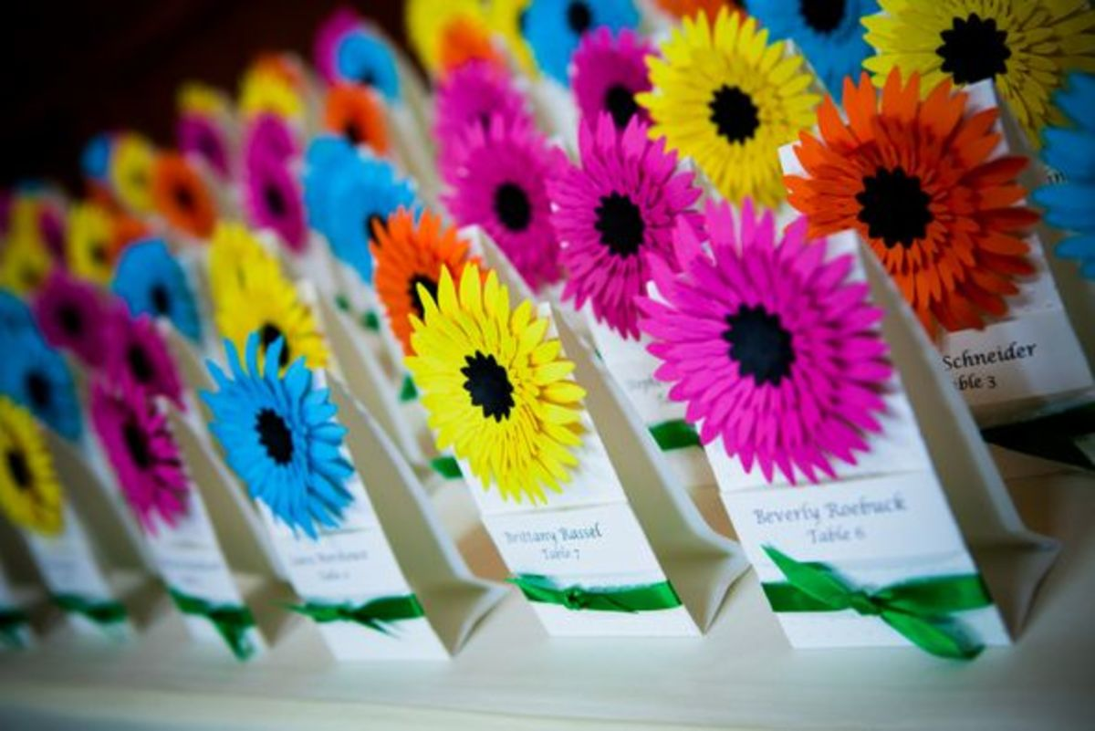 You are not just limited to white with daises, Mix it up with colorful place markers