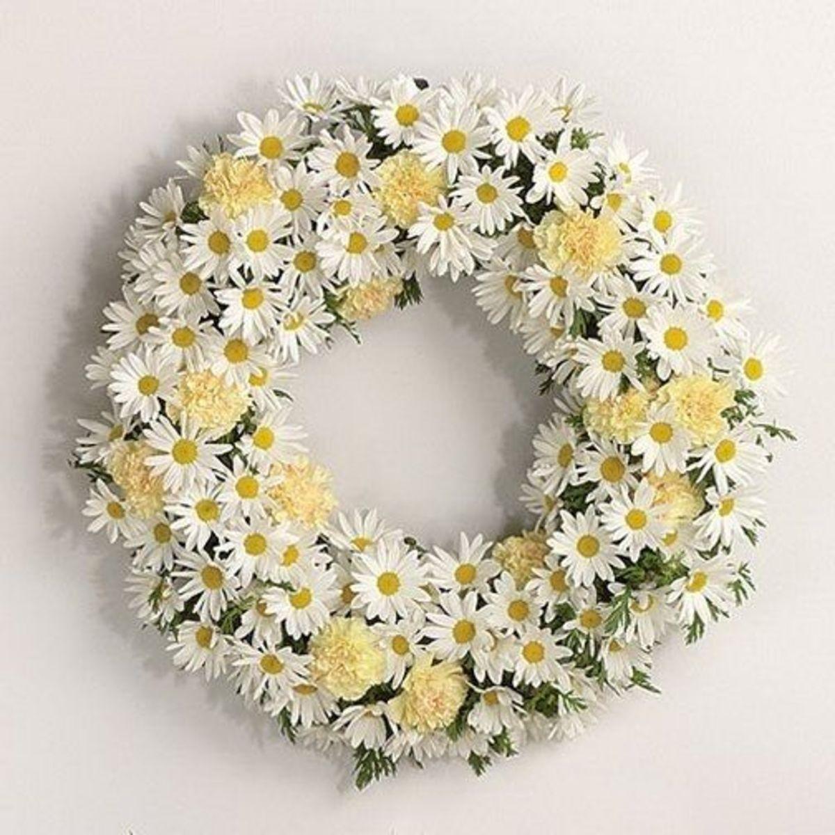 Flower Wreaths For Weddings: Daisy Wedding Theme