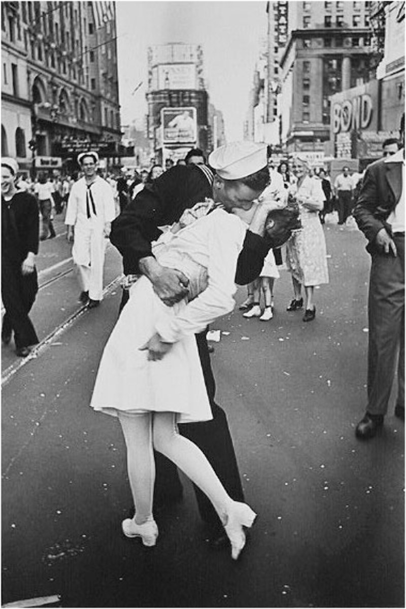 V-Day In Times Square - Alfred Eisenstaedt