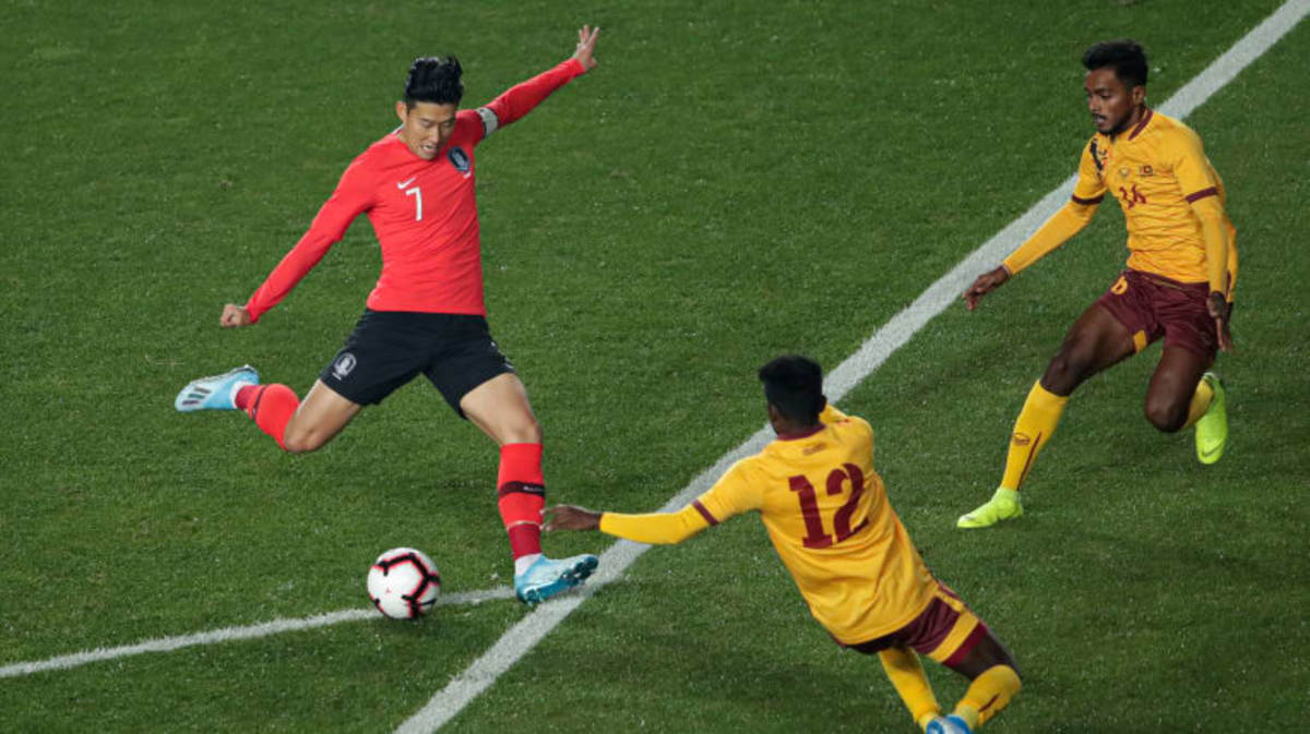 Tottenham's Heung Min Son takes control over the ball in a World Cup Qualifier against Sri Lanka in 2019. The Koreans took the W in a comfortable 8-0 win against the Lankans.