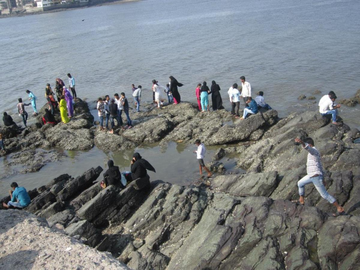 The Rock-bed. Sitting here you can enjoy the beauty of the Dargah as well some part of the Mumbai city.