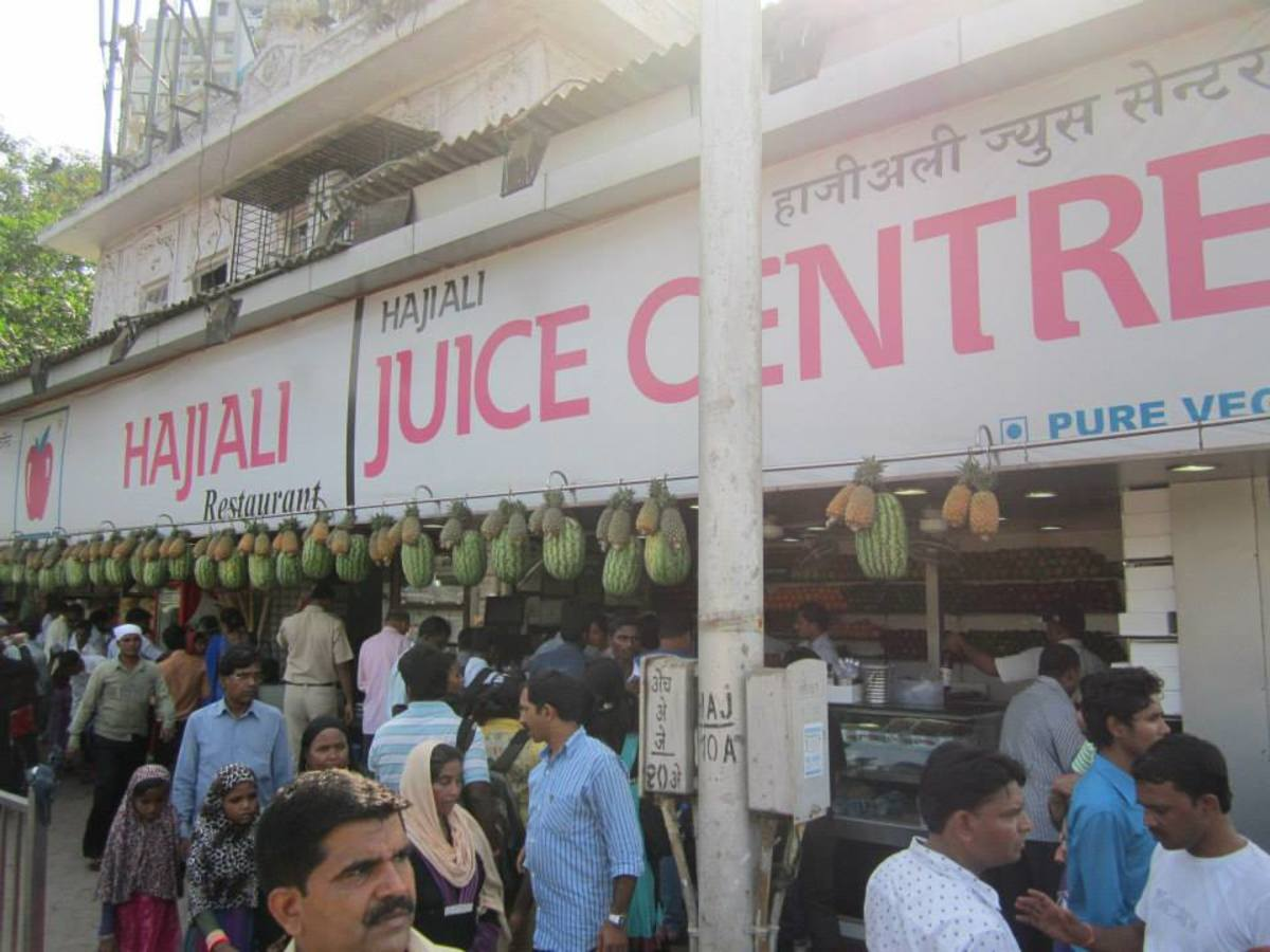This shop selling fruits and juice is a notable landmark of the Haji Ali Dargah by the same name Haji Ali Juice Centre