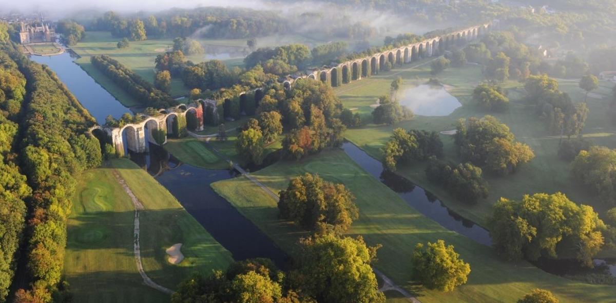 The partially completed Aqueduc de Maintenon