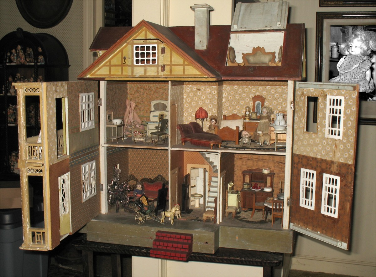 Miniatures: Handcrafted Collections of Houses, Furniture, and Interior Furnishings