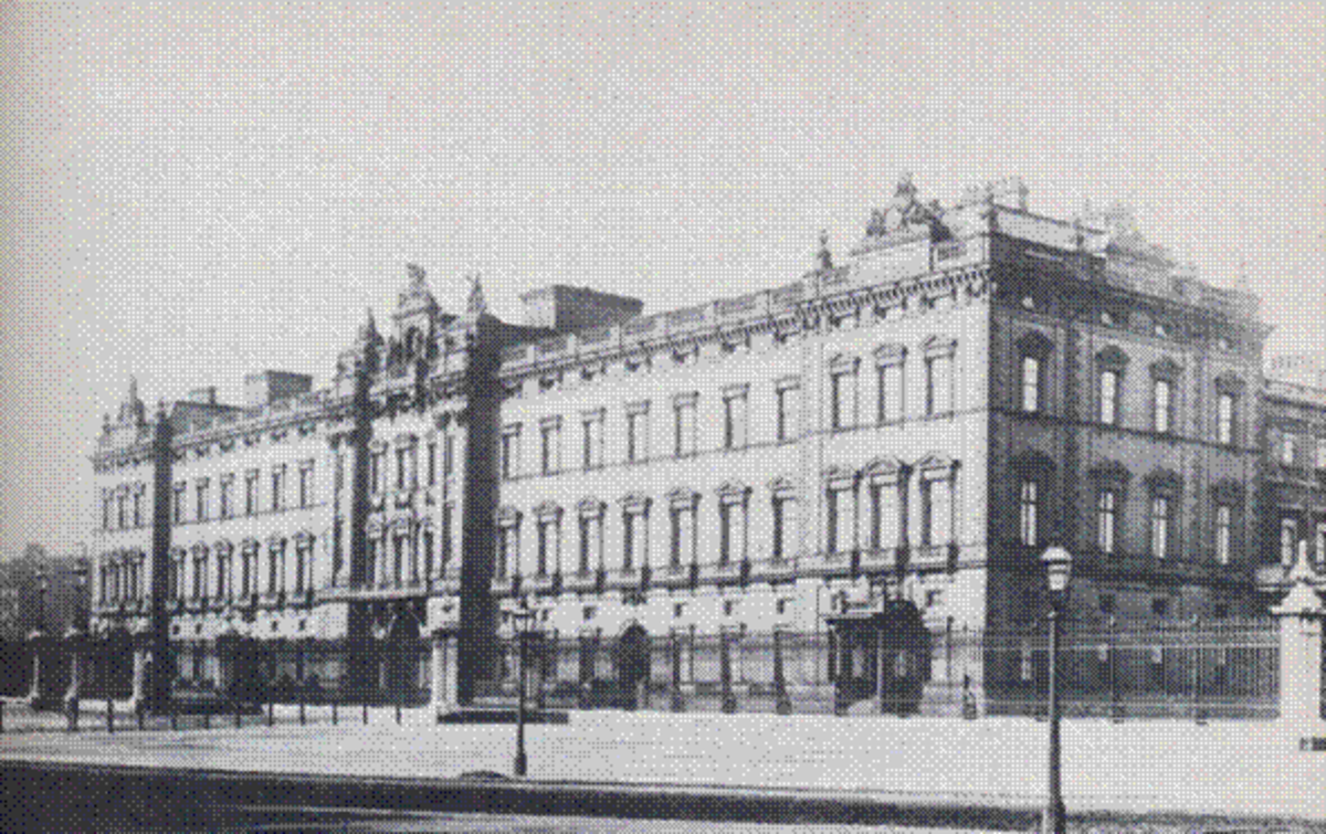 Buckingham Palace prior to the cosmetic work on the exterior in the 1910's.