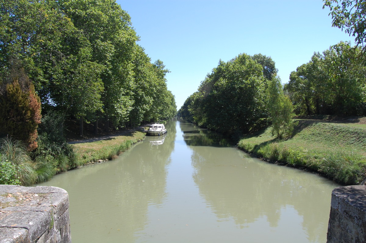 Canal du Midi looking towards Carcassonne at Bram