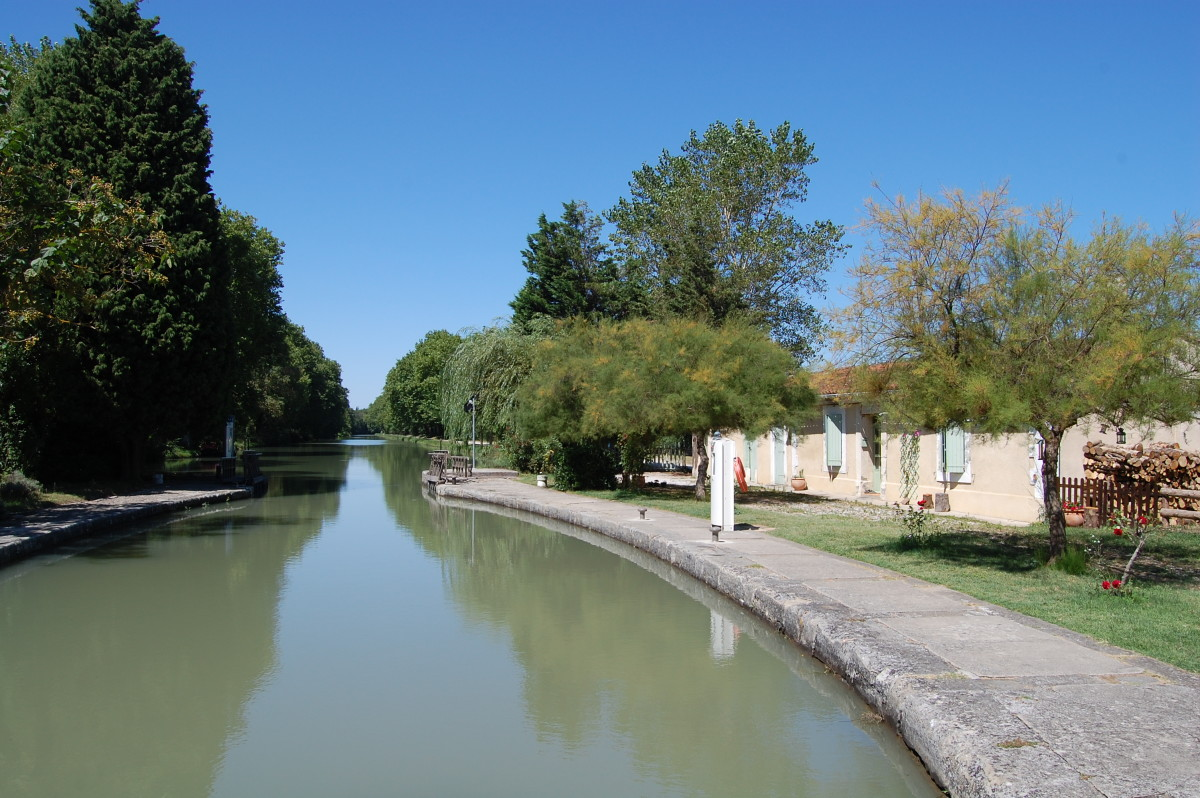 Canal du Midi looking towards Castelnaudary at Bram