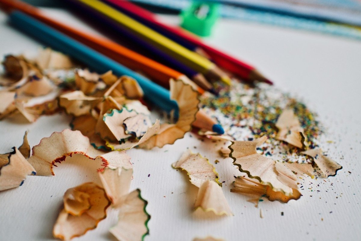 Sharpening pencils: Image by Luisella Planeta Leoni from Pixabay