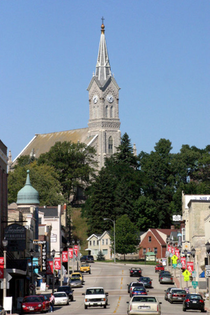 Photo of downtown Port Washington with church steeple