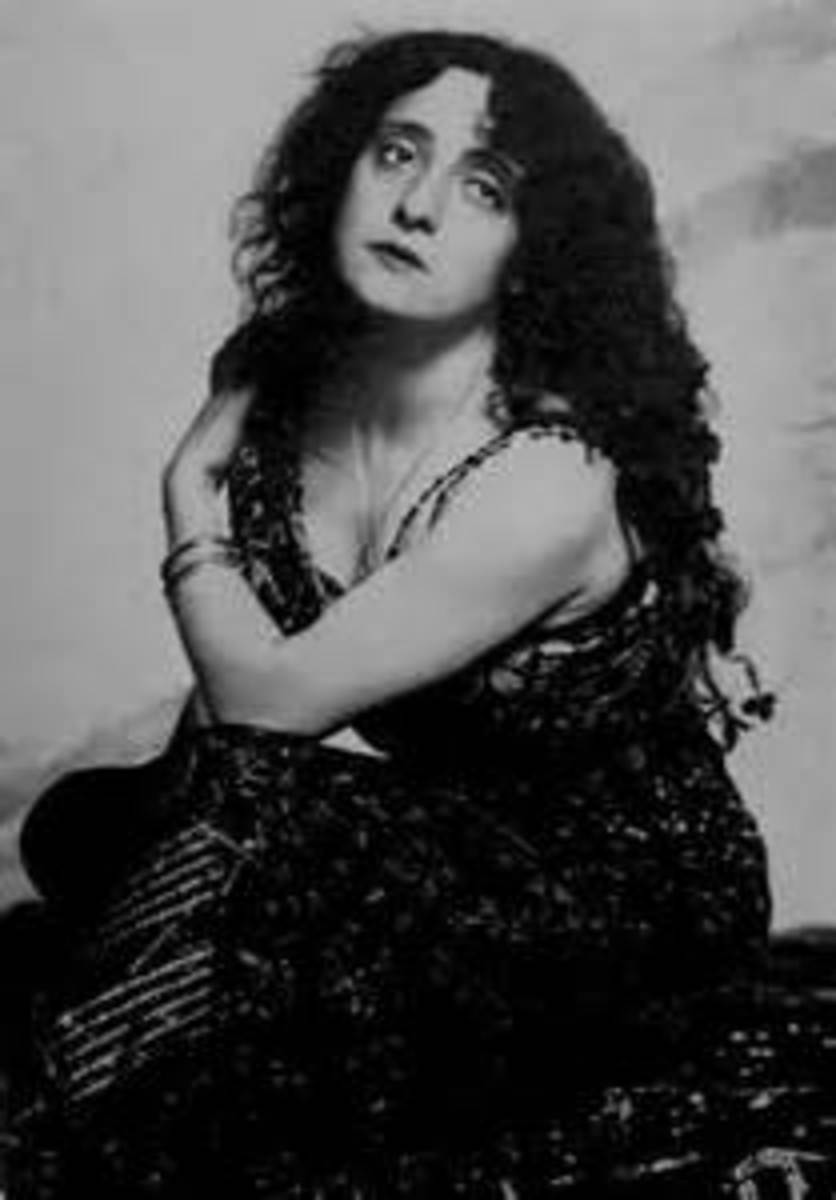This famous actress of the past, Lyda Borelli (22 March 1884 – 2 June 1959) She was an Italian actress of cinema and theatre. She was born in Genoa, and died in Rome. She has called home the castle of Monteserico.