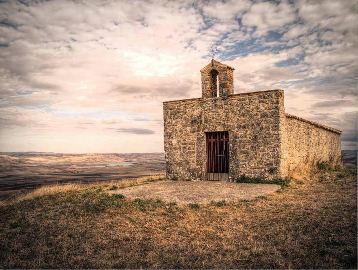 This small church is near the castle of Monteserico it comes with other photo of the castle, but I don't know if it is going to show the other photos by clicking on it.