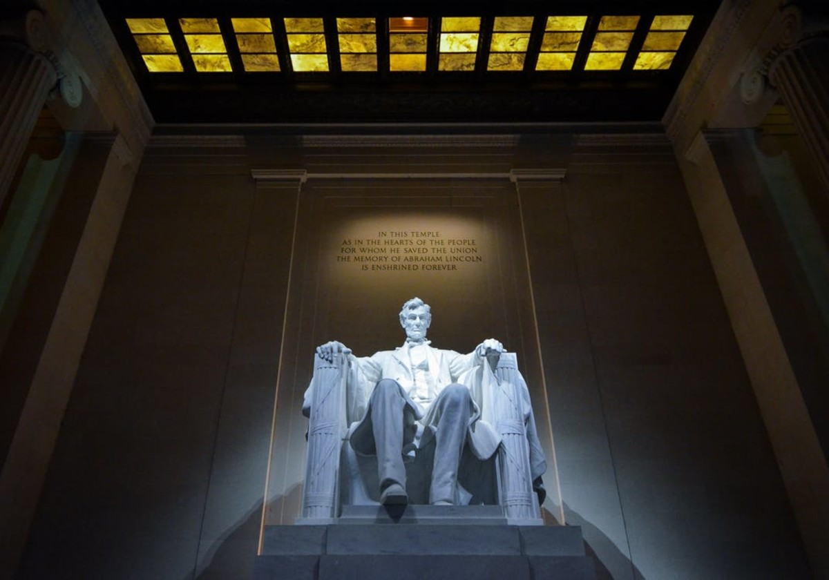 Abraham Lincoln (R) 16th President of the U.S.A.