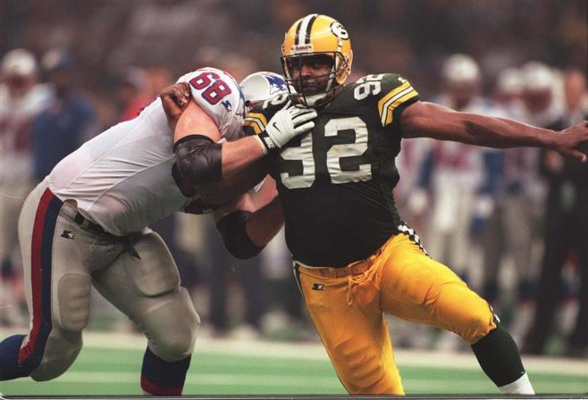 Reggie White beats his man on his way to a sack.