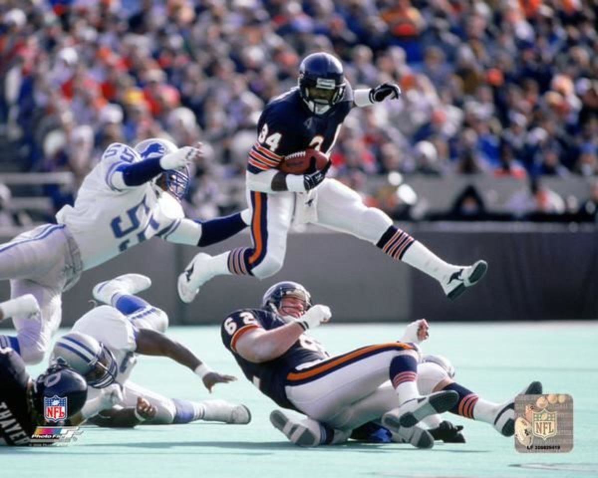 Walter Payton escapes a tackle while hurdling his offensive lineman.