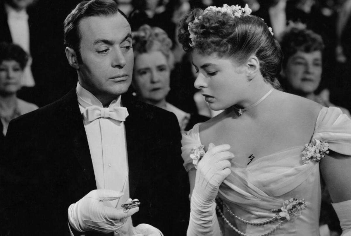 Charles Boyer shows watch to Ingrid Bergman