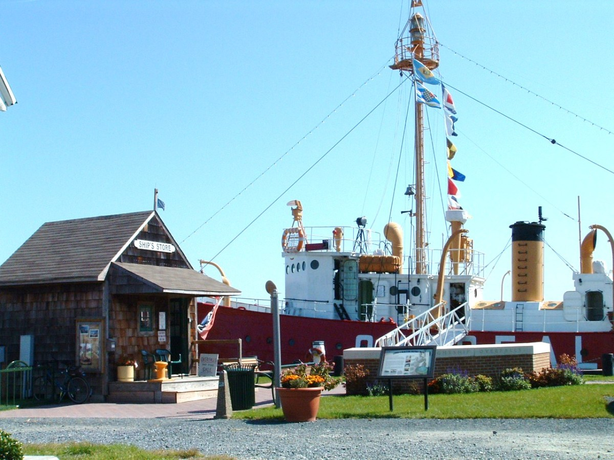 The Ship's Store on the left is also the welcome center. The Lightship Overfalls is straight ahead.