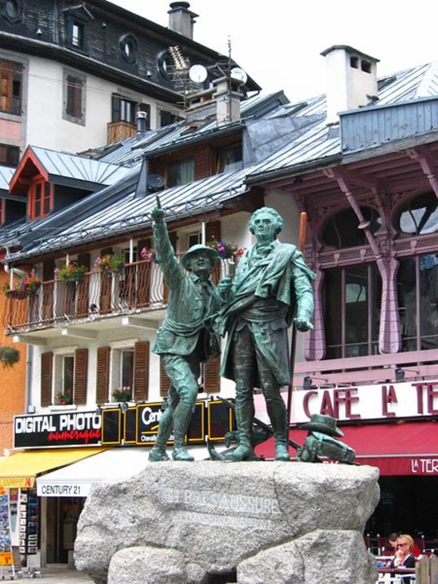 Statue honoring De Saussure.  Image courtesy Wikimedia Commons.