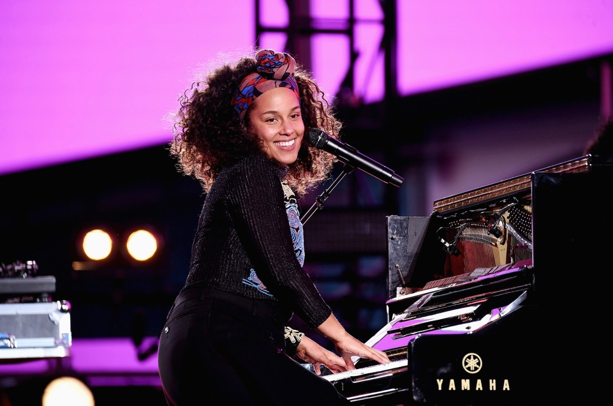 R 'n' B artist Alicia Keys in action. Lovers of R 'n' B tend to be sensitive and delicate