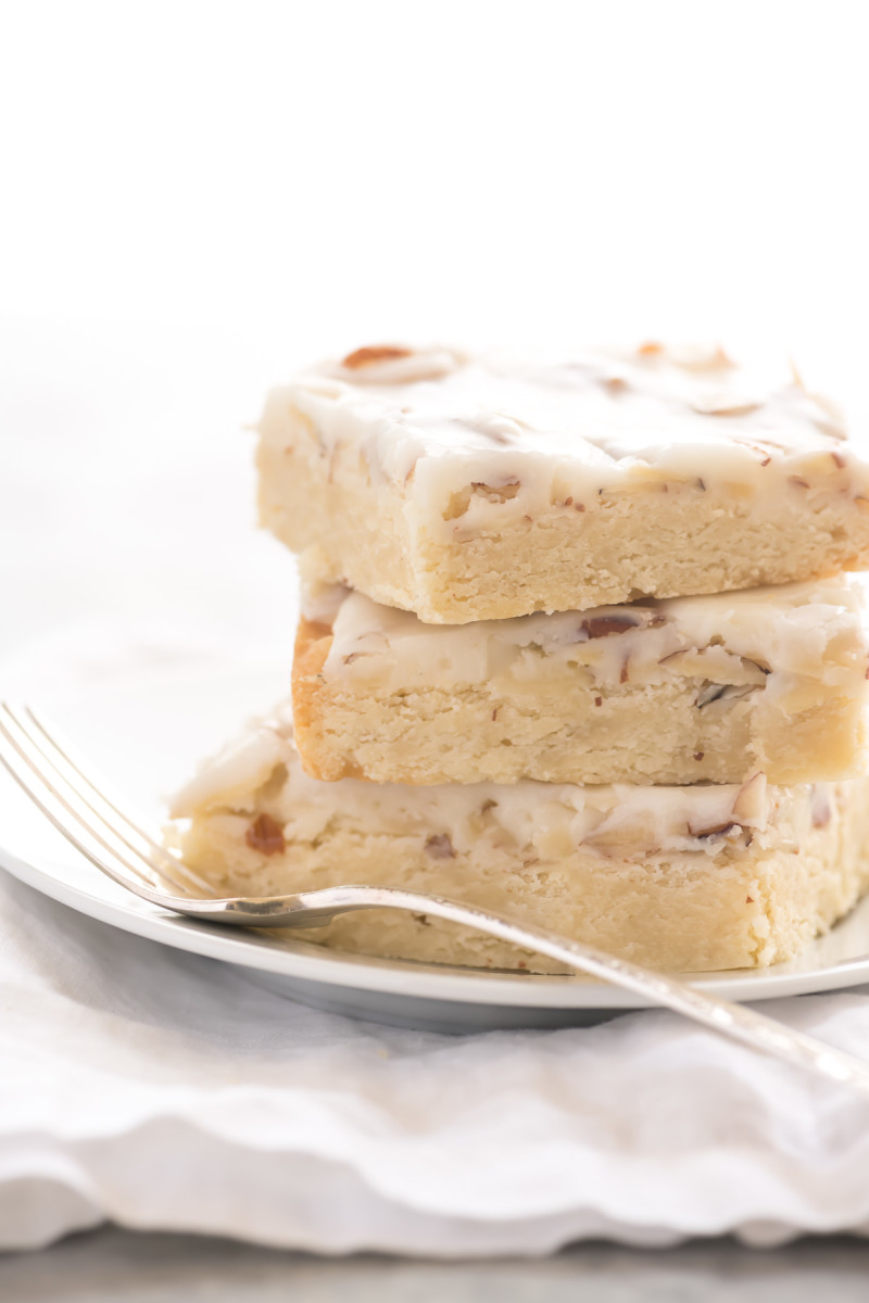 Almond shortbread bars