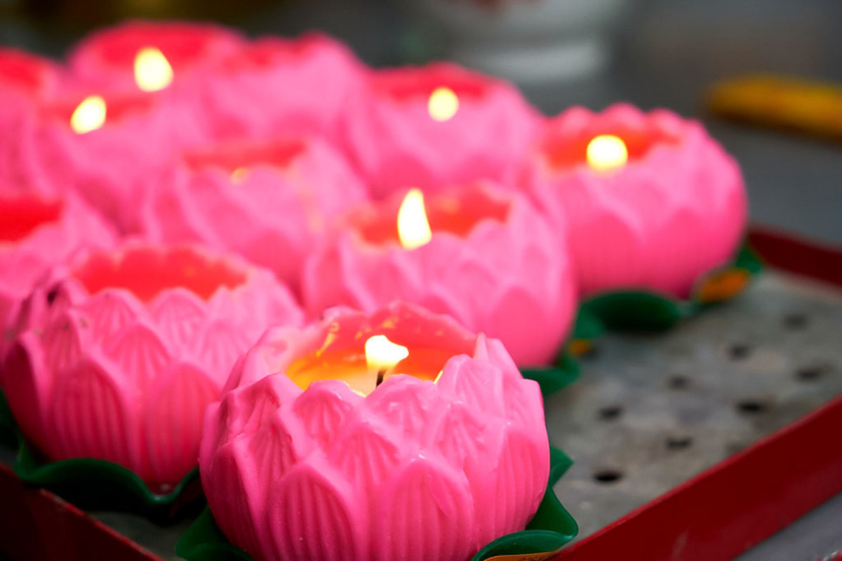 Some stricter Chinese Buddhists do not burn paper offerings for the dead. Only symbolic gestures, such as prayers and lit lamps, are offered.