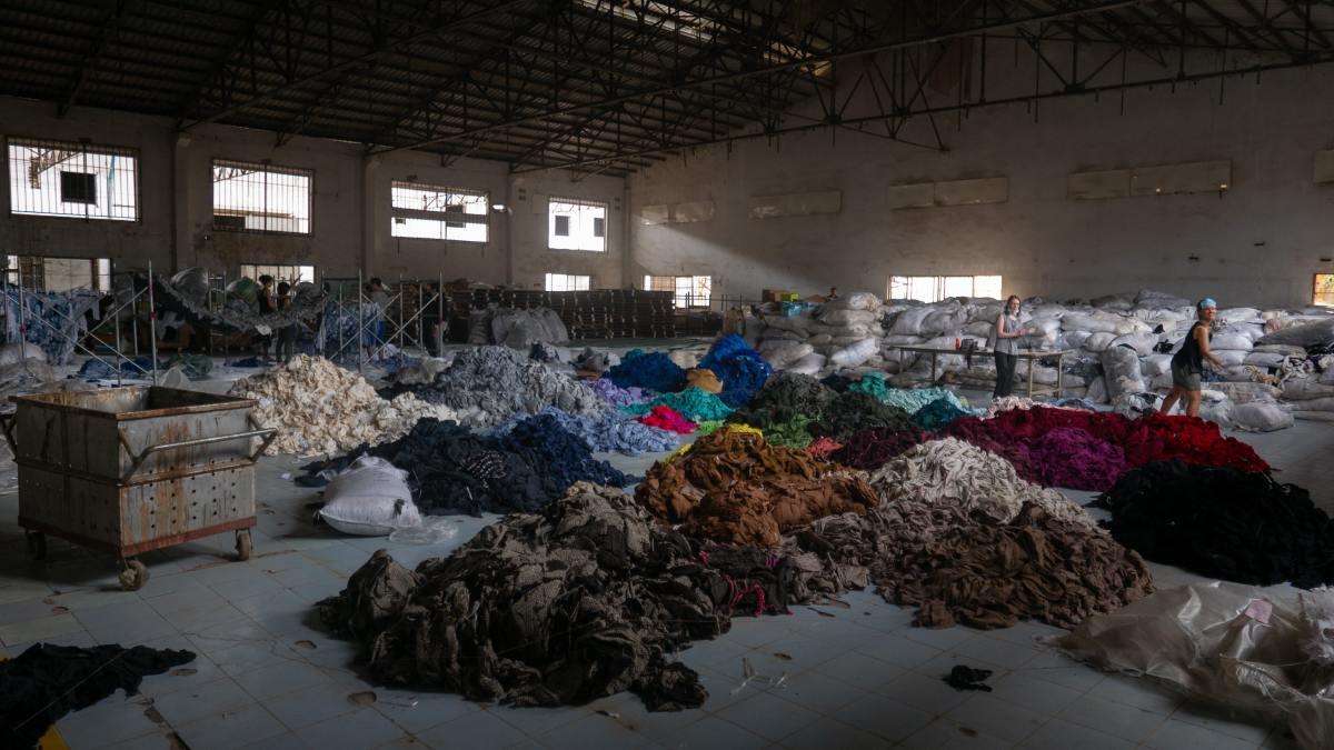 fast-fashion-slow-fashion-sustainability-a-summary