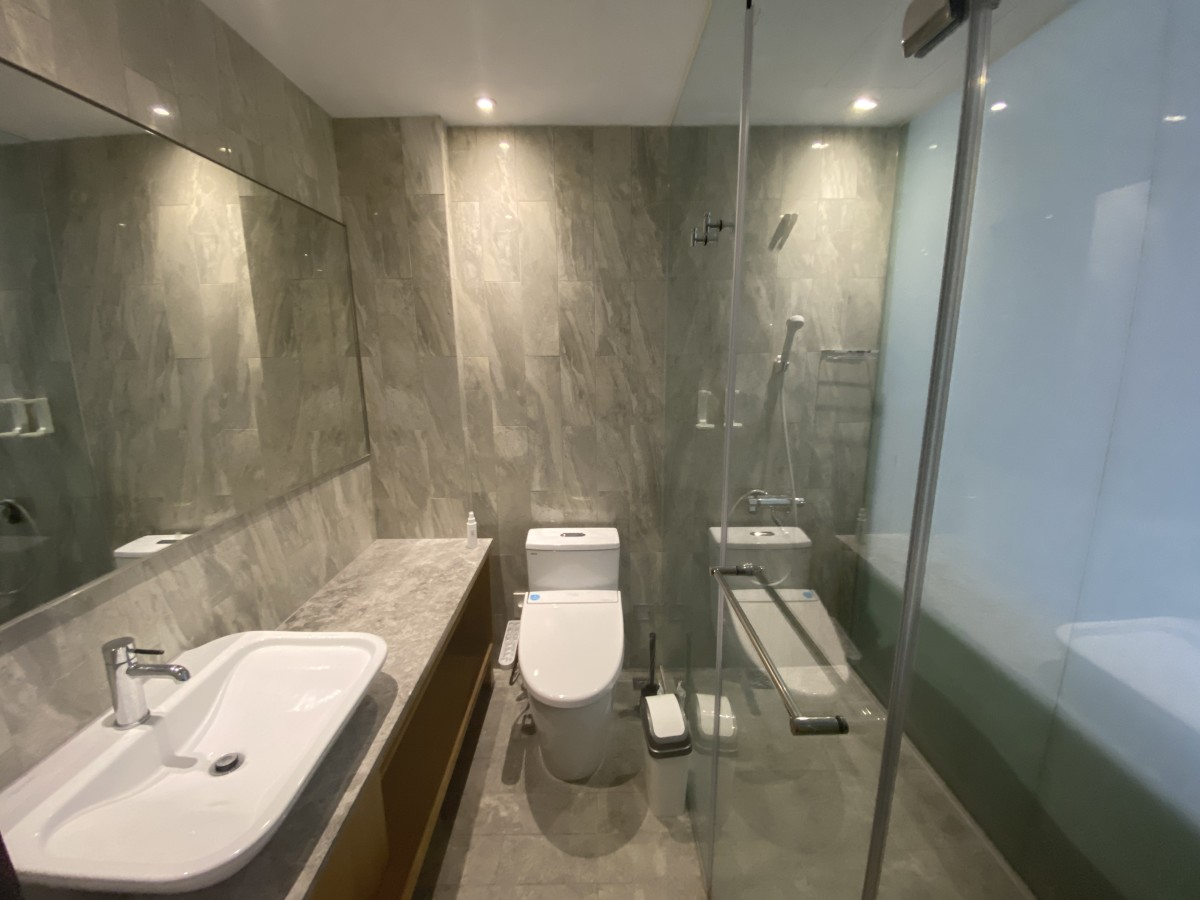 What my bathroom looked like. The water pressure was great, and the toilet has a bidet.