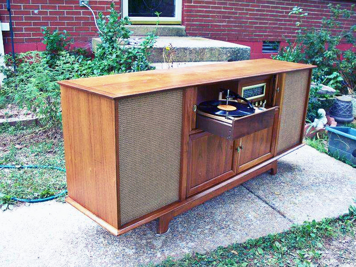 """High Fidelity Television Sound, six matched High Fidelity Speakers with crossover network, 2-12"""" woofers, 2-8"""" mid rage speakers, 2-5"""" tweeters, Custom Four Speed Stereophonic Record Changer, and diamond stylus."""