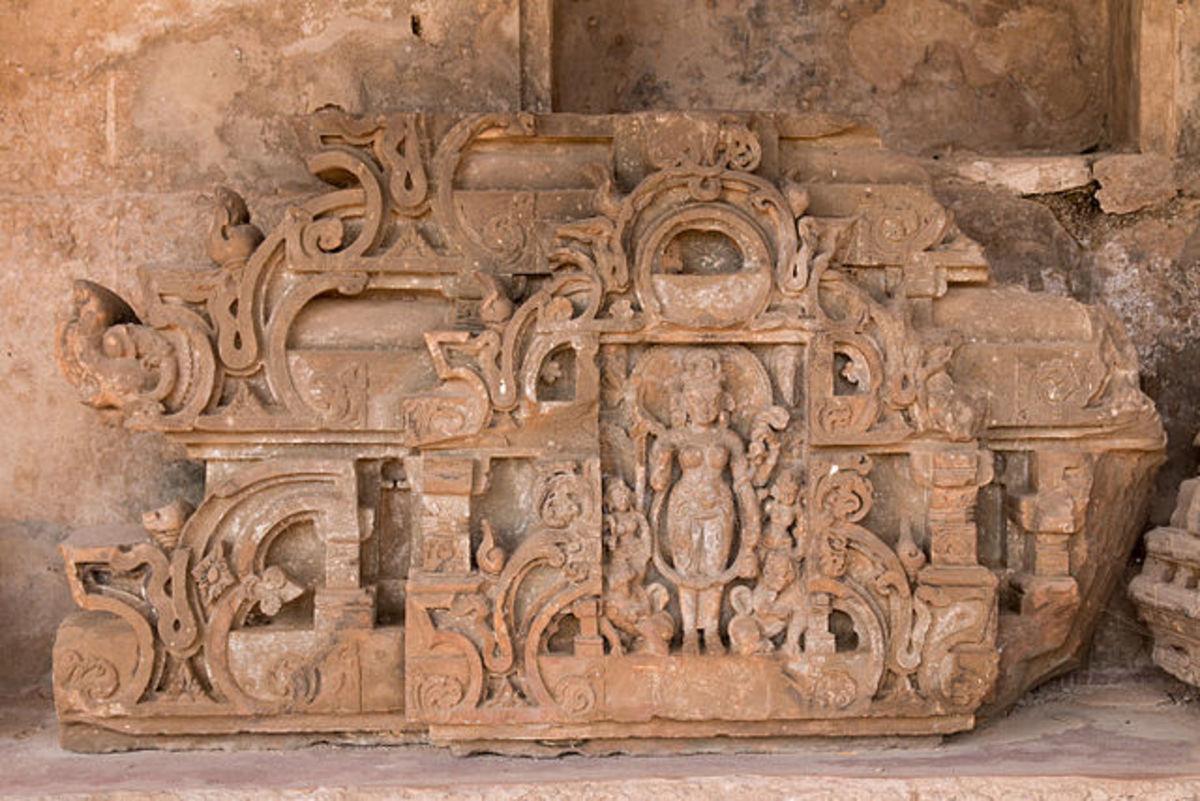 Crest of niche shrine