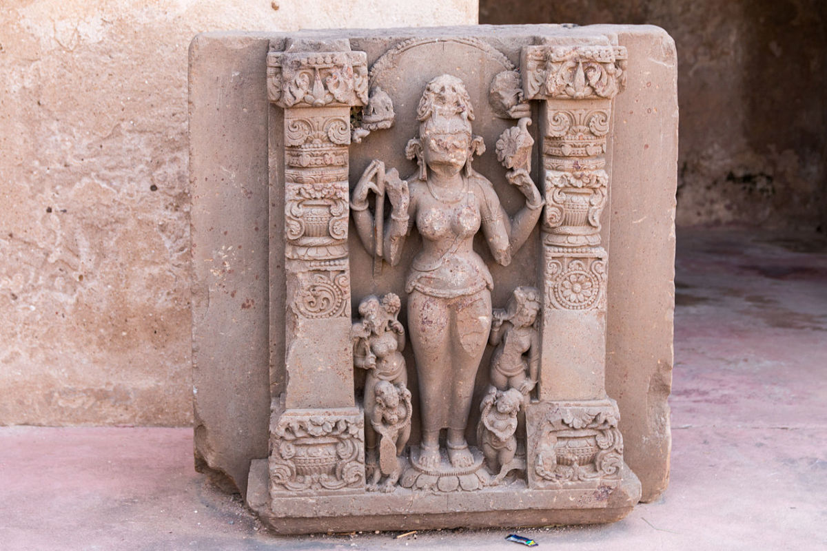 Durgâ and the small Trimurti-