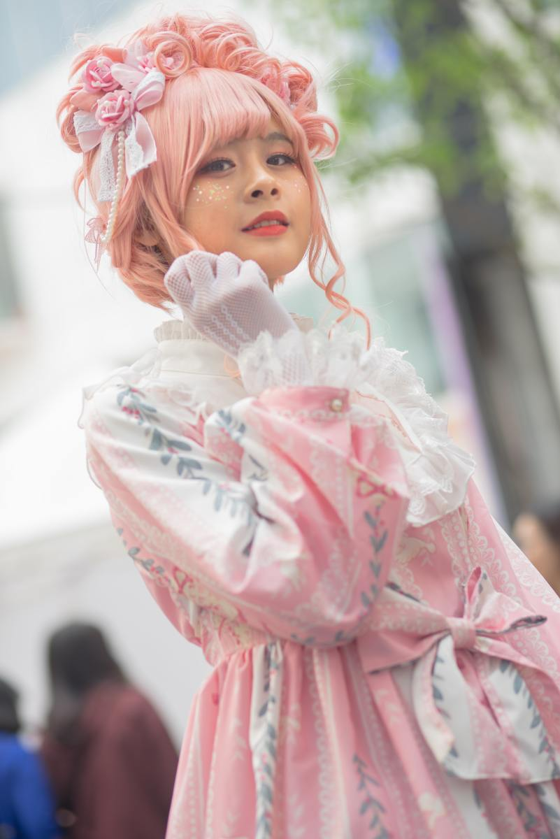 A sweet Lolita posing with her fisted hand against her chin