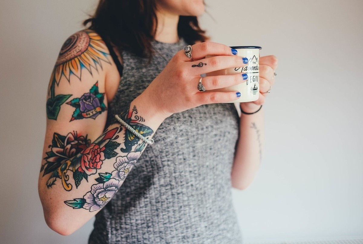 Yes, guys. Girls can also  wear tattoo's and I think that they look great.