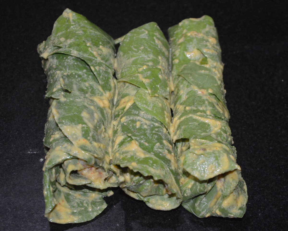 Make a few such spinach rolls.