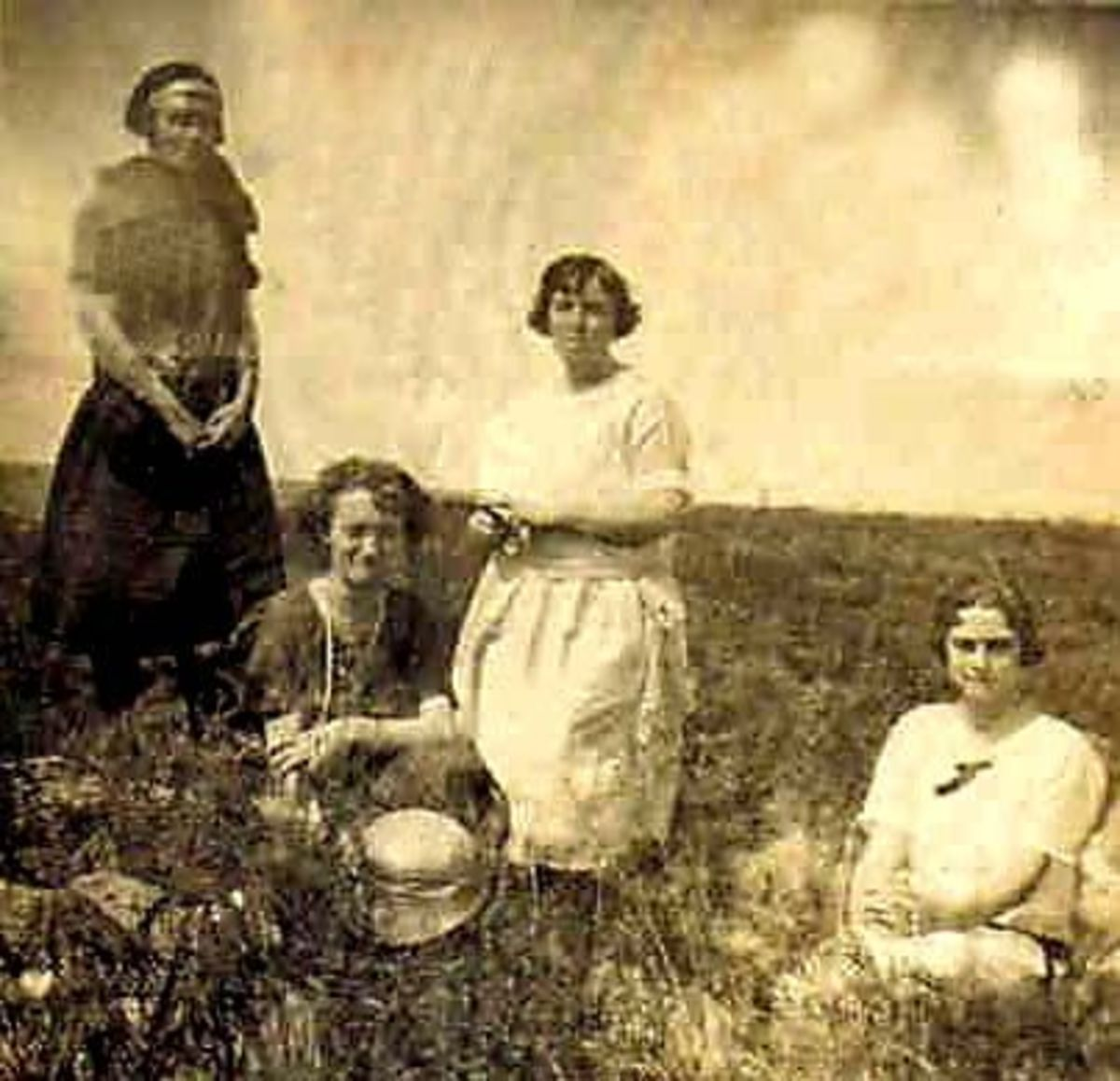 The McGhees and Vinings having a picnic (early 1900s).