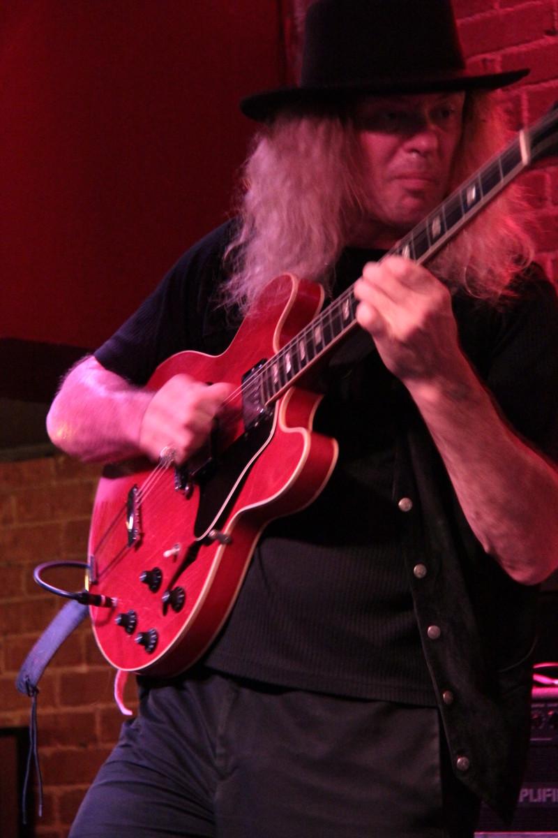 bending-the-strings-in-blues-guitar