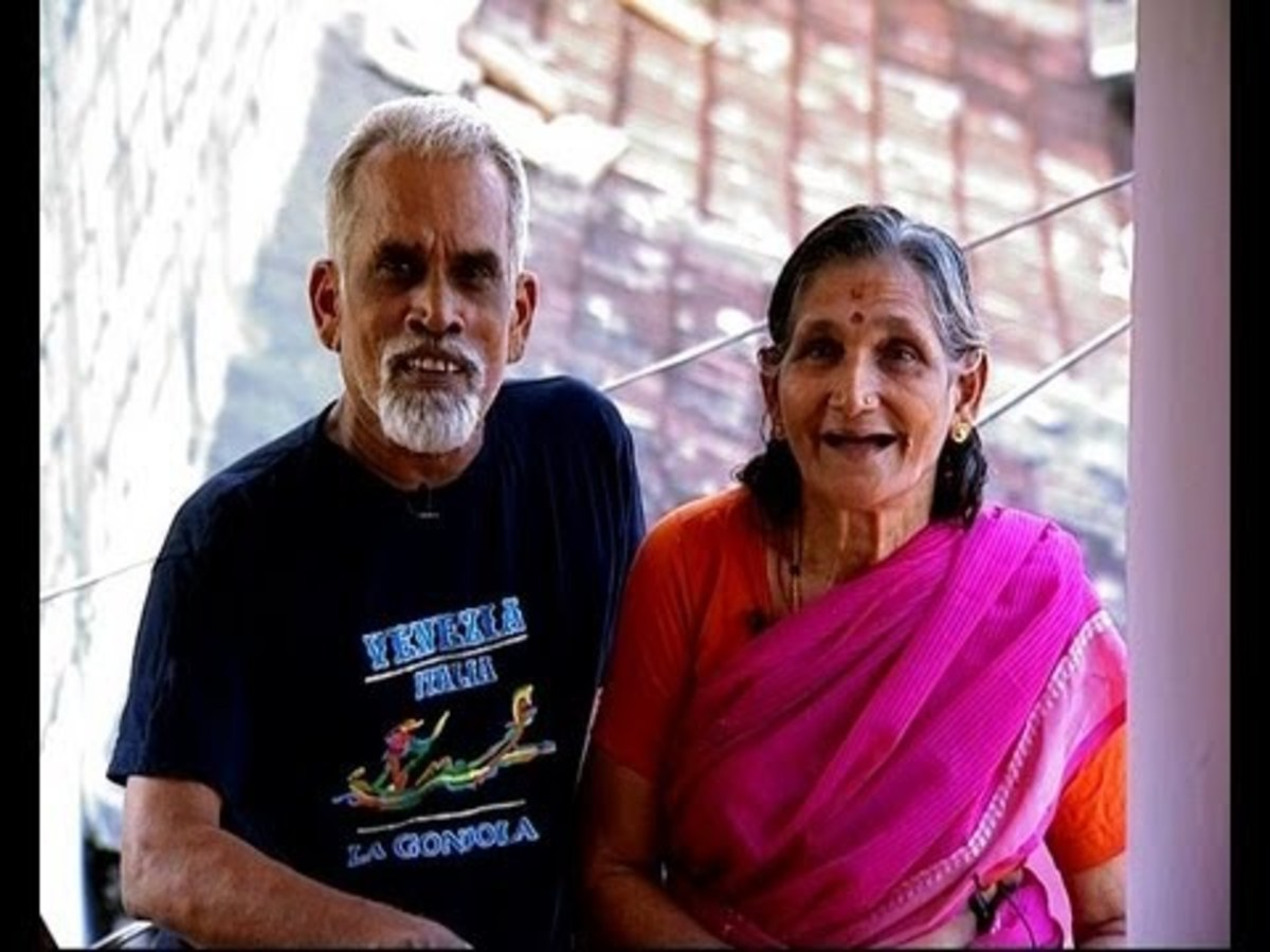 Happy couple, happy travelers. Vijayan and his wife Mohana pose cheerfully for a  photo session.