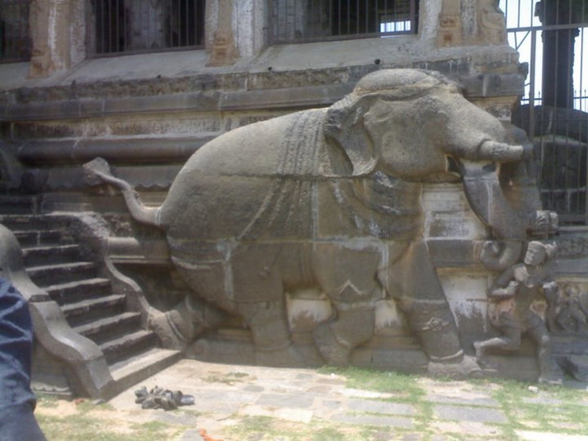 Elephant decoration at the entrance steps of the 1000 pillared stage of Chidambaram Nataraja Temple