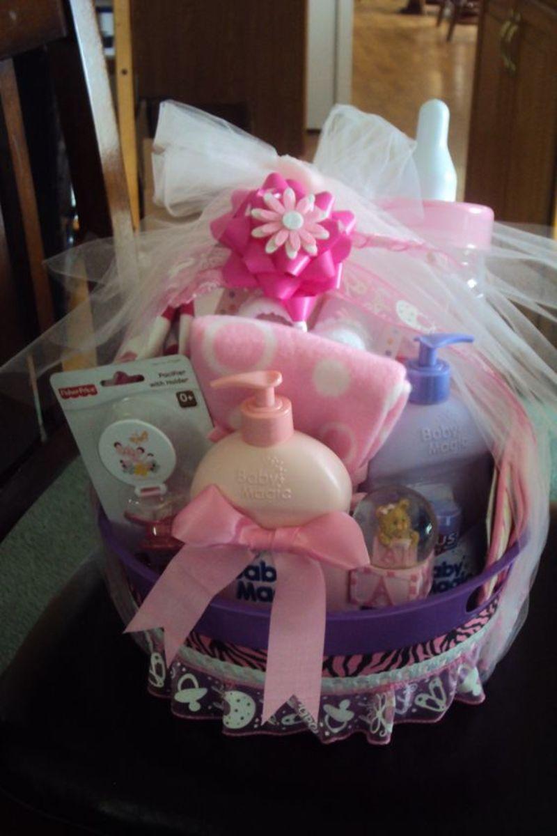 baby-shower-laundry-basket-gift-ideas