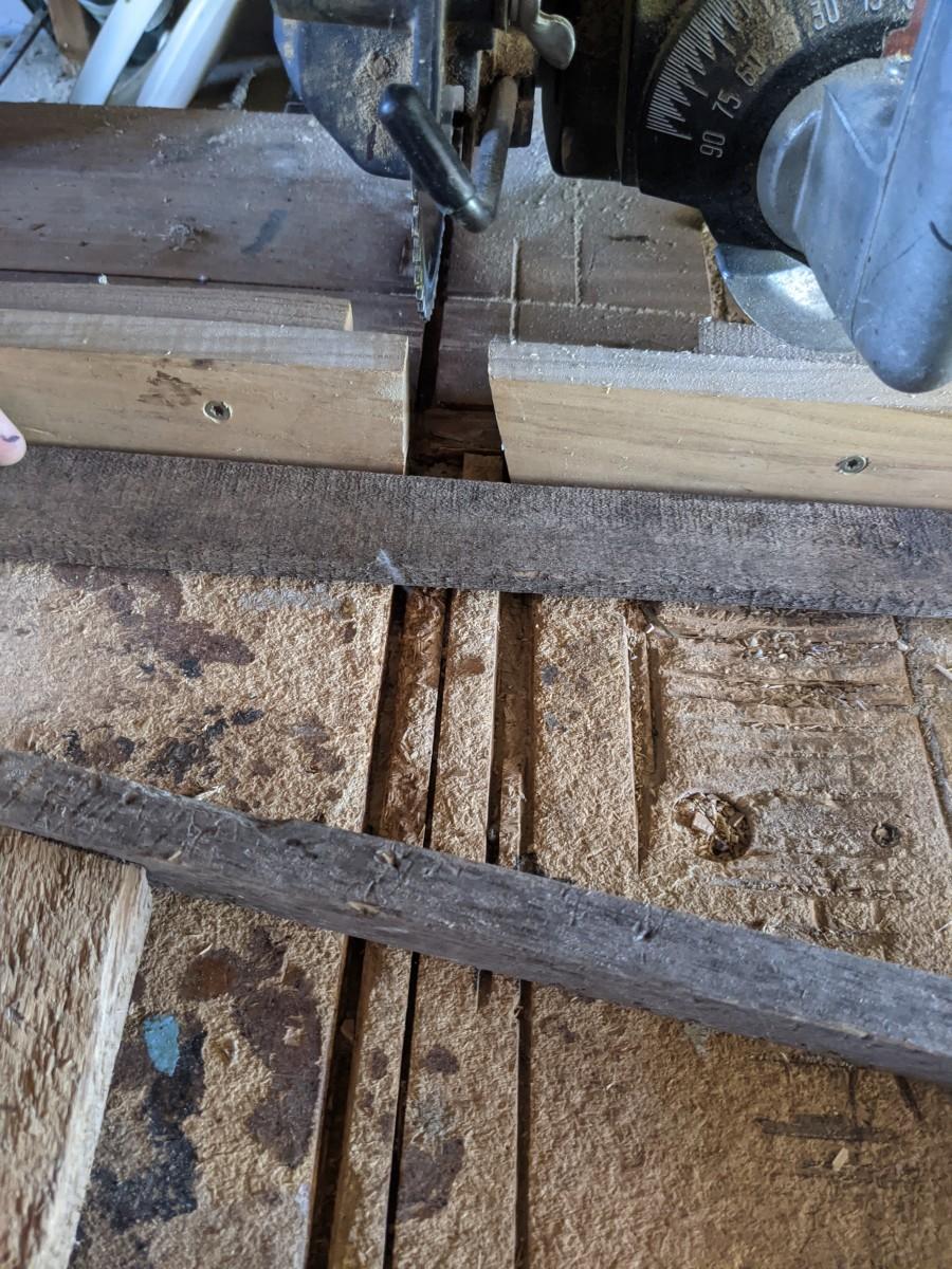 Cutting cross bars, vertical.