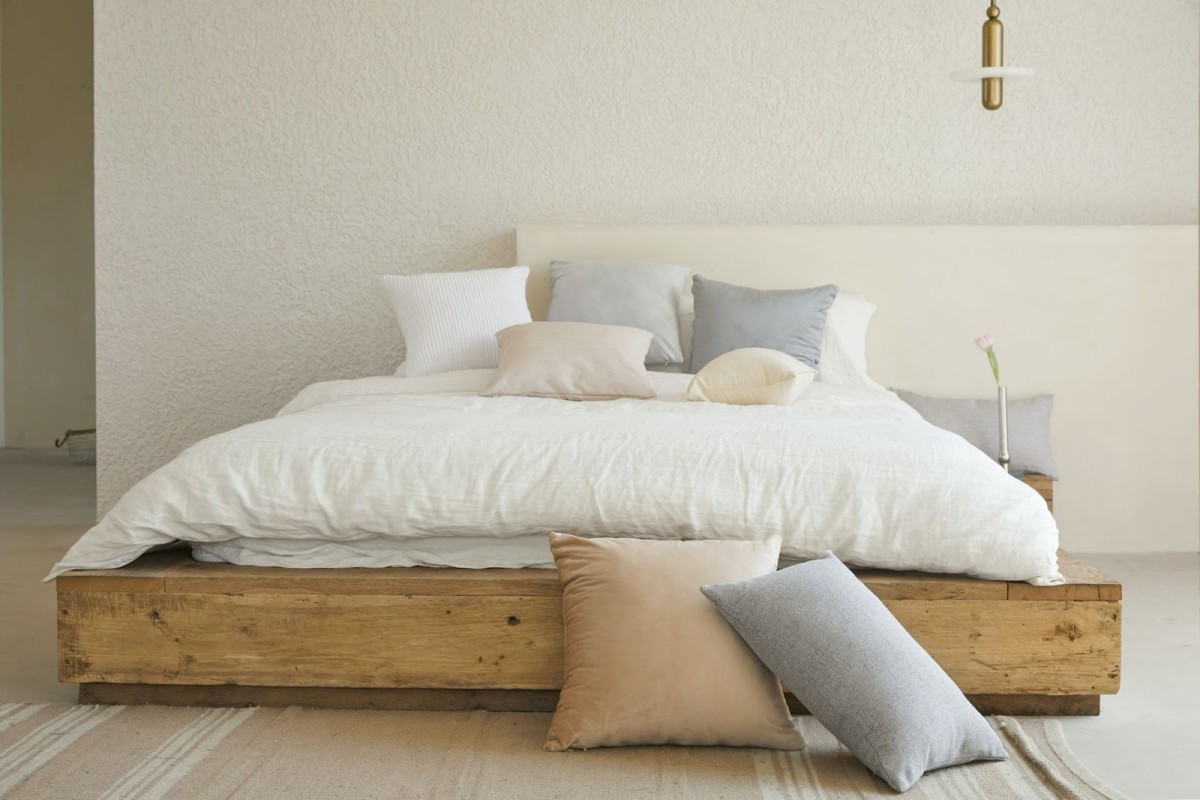 Note the use of neutral shades of lavender, cream, off white, grey and white!