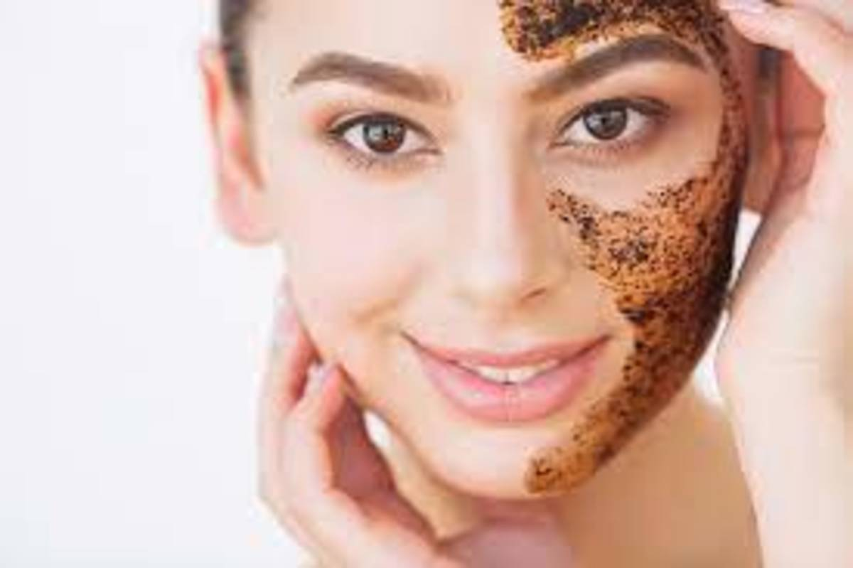 *Cellulite reduction. Coffee may help reduce the appearance of cellulite on the skin.   *Calming effects.  *Anti-aging benefits.  *Vitamin B-3 for skin cancer.  *Reduced inflammation.  *Acne treatment.  *Dark circles.  *After-sun care.