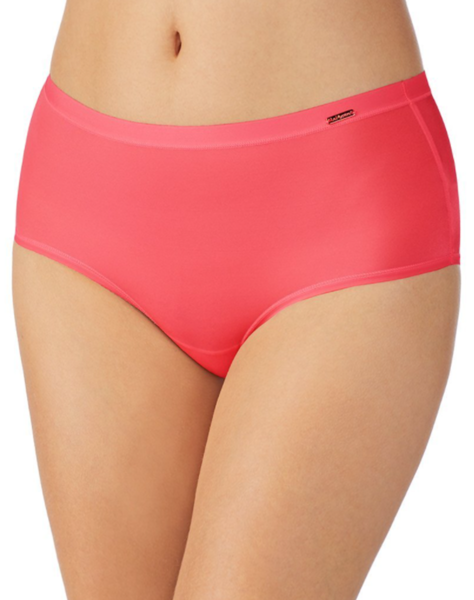 Women's briefs (viewed from the front).