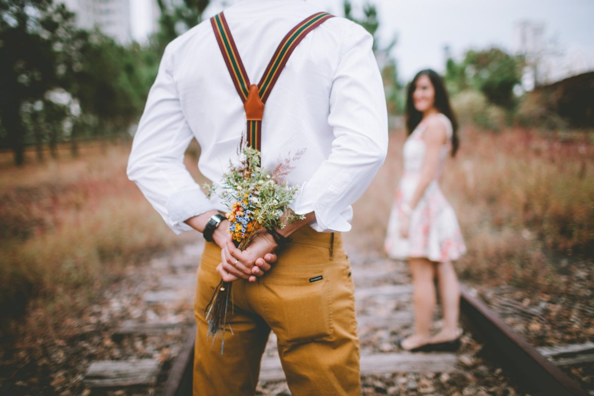 Do you need to know how to be more romantic to your girlfriend? It doesn't always have to be chocolates and flowers. You can take your own unique approach.