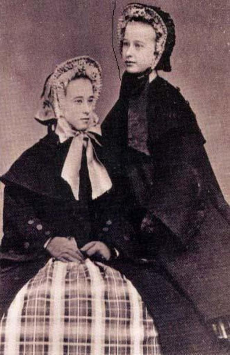 Kate (left) with her younger sister Wilhelmina, taken in about 1865.
