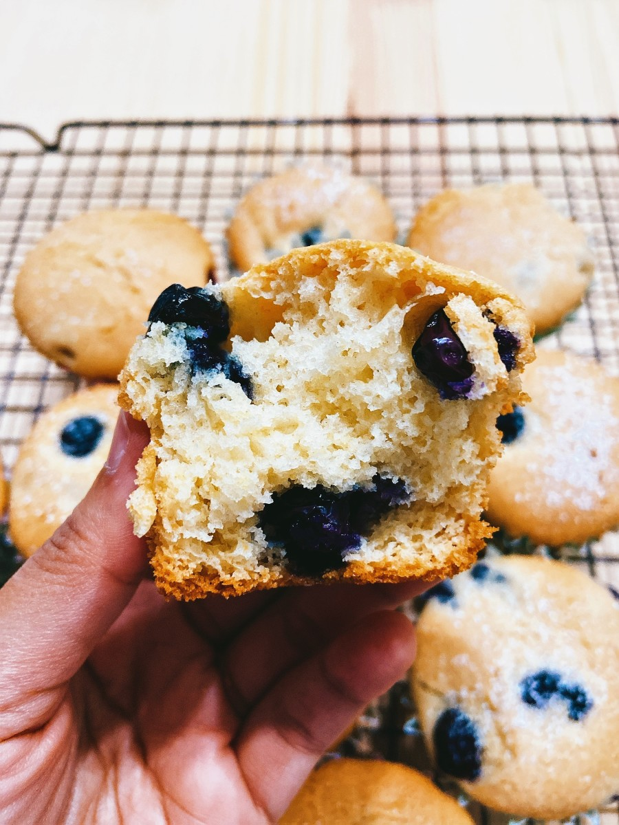 By the way, blueberry muffins are perfect for a summer treat! I hope you will try this recipe and that you will like these delicious blueberries muffins as much as we do!