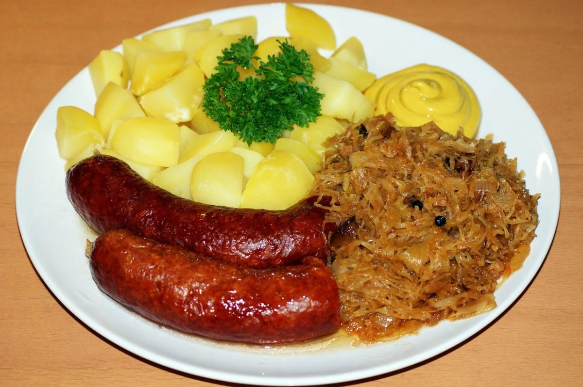 Sauerkraut, sausages, and potato: Image by aranha from Pixabay