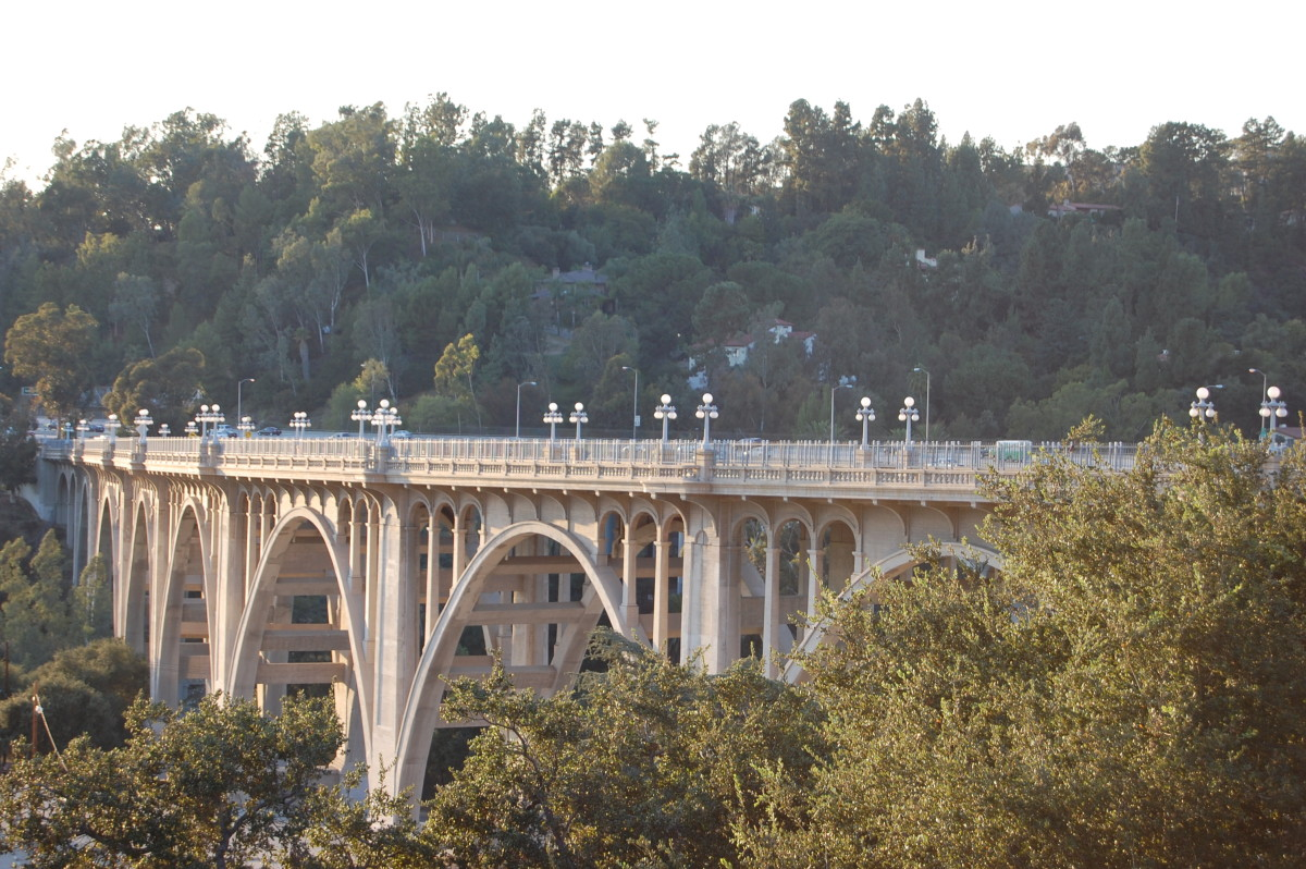 I just had to have another shot of this bridge--Pasadena is so proud of it they close off the ends and have a big party at least once a year.